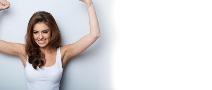 Mooie vrouw portret. Meisje schoonheid. Verse Skin.Isolated op een witte achtergrond. Skincare.Spa